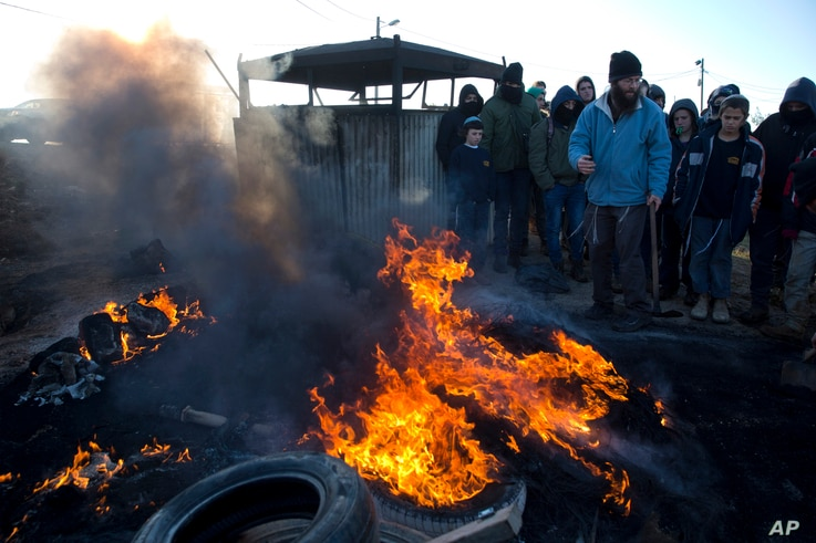 Settlers burn tires outside the Amona outpost in the West Bank, Feb. 1, 2017. The military issued eviction orders the day before, telling residents to evacuate Amona within 48 hours and blocked roads leading to the outpost.