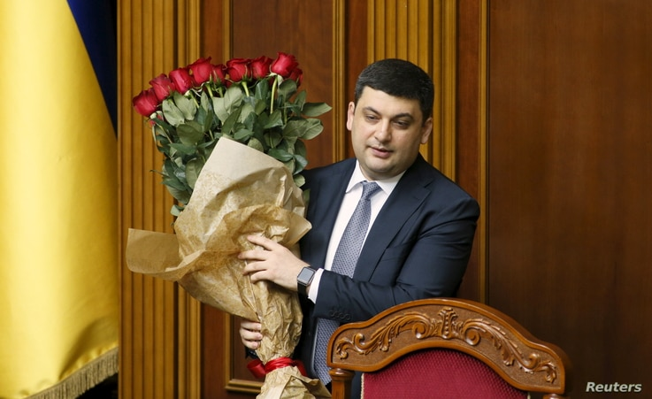 Newly-appointed Ukrainian Prime Minister Volodymyr Groysman holds a bouquet of flowers at the parliament in Kyiv, Ukraine, April 14, 2016.