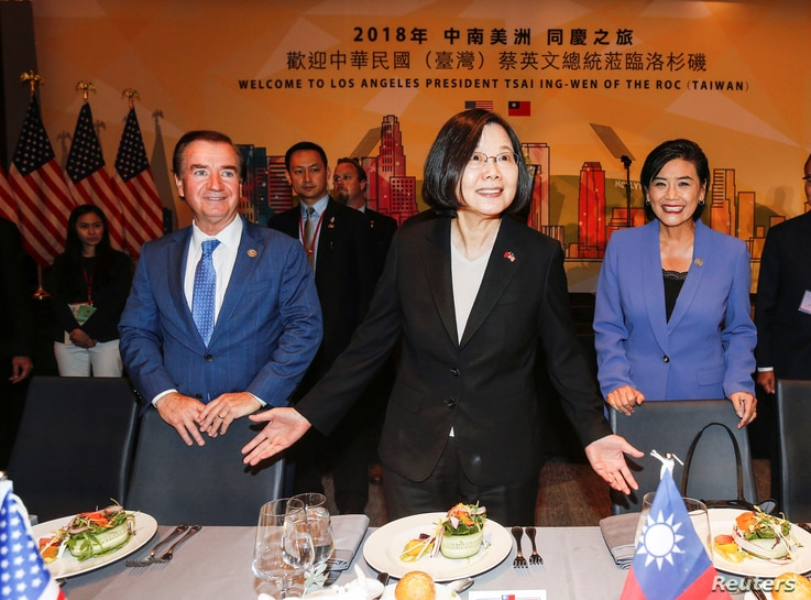 Taiwanese President Tsai Ing-Wen, U.S. Representative Ed Royce, and U.S. Congresswoman Judy Chu attend the Los Angeles Overseas Chinese Banquet in Los Angeles,  Aug. 12, 2018.