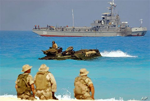 US marines look out from their amphibious tank during an amphibious assault exercise with Egyptian forces in Bright Star war games, on Egypt's north west coast, Sept.15, 2005 (file photo)