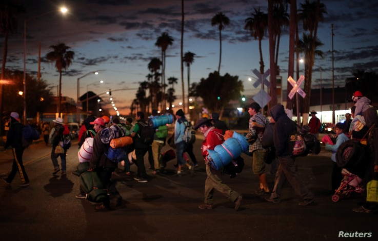 Migrants, part of a caravan of thousands traveling from Central America en route to the United States, make their way to Tijuana from Mexicali, Mexico, November 20, 2018.