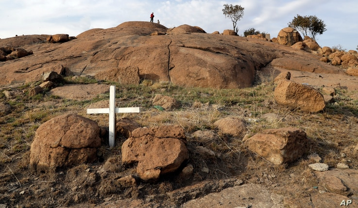 Mine workers and supporters sit on a hill waiting for the commemoration to get under way in Marikana, Aug. 16, 2016.