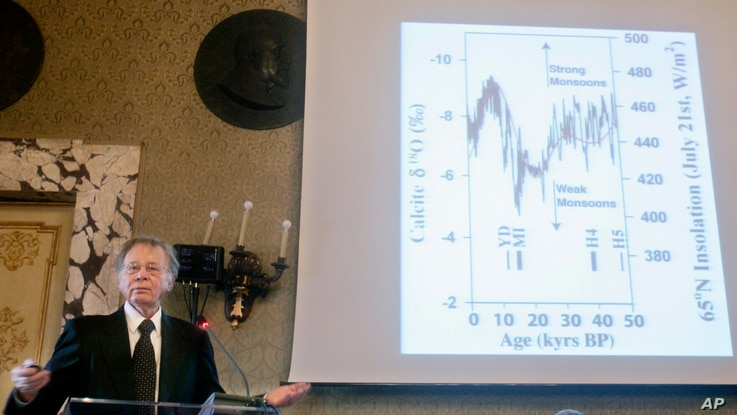 FILE - Climate scientist Wally Broecker of New York's Columbia University addresses the audience during the Rome ceremony at which he was awarded a Balzan Prize for outstanding scientific achievement,  Nov. 21, 2008.