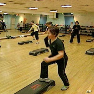 A combination of aerobics and weights works best for people with Type 2 diabetes.