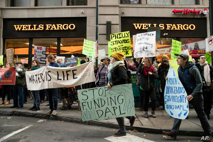Protesters demonstrate in solidarity with members of the Standing Rock Sioux tribe in North Dakota over the construction of the Dakota Access oil pipeline, in Philadelphia, Nov. 15, 2016.
