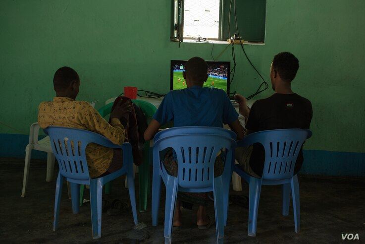 Former Al Shabab members watch a football match at a rehabilitation center for former militants in Baidoa, Somalia, Sept. 17, 2016. (Photo: J. Patinkin/VOA)