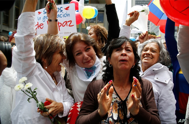 People celebrate the agreement between Revolutionary Armed Forces of Colombia, FARC, and Colombia's government, in Bogota, Colombia, June 23, 2016.