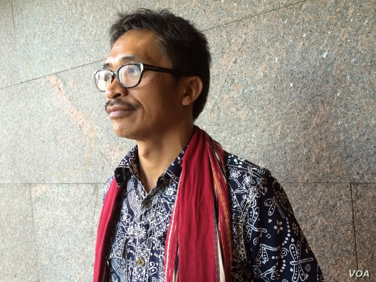 Abdon Nababon is secretary general of the Indigenous People's Alliance of the (Indonesian) Archipelago. He and his people must live with the grief and rage from what they regard as the theft and violation of much of their ancestral homeland. However,...