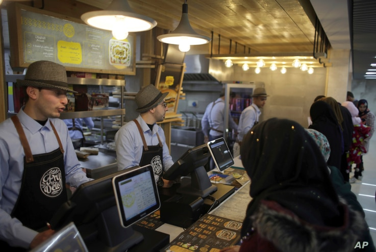 Palestinians buy fast food from the food court in the first indoor shopping mall in the Gaza Strip, in Gaza CityFeb. 18, 2017.