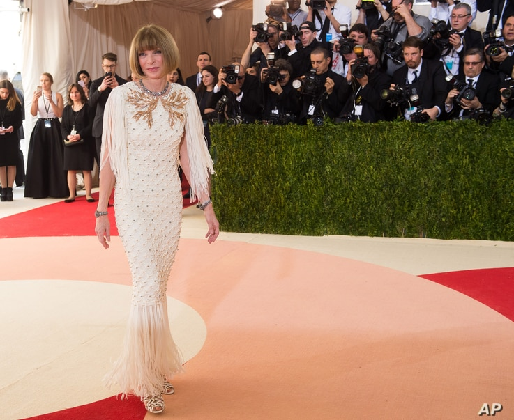 """Anna Wintour arrives at The Metropolitan Museum of Art Costume Institute Benefit Gala, celebrating the opening of """"Manus x Machina: Fashion in an Age of Technology"""" on May 2, 2016, in New York."""