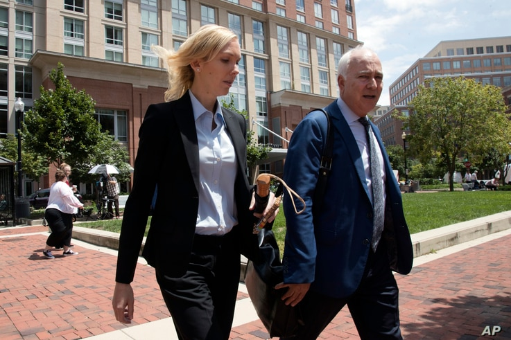 Paul Manafort's former bookkeeper Heather Washkuhn, left, walks to the Alexandria Federal Courthouse in Alexandria, Va., Aug. 2, 2018, to testify at Manafort's tax evasion and bank fraud trial.