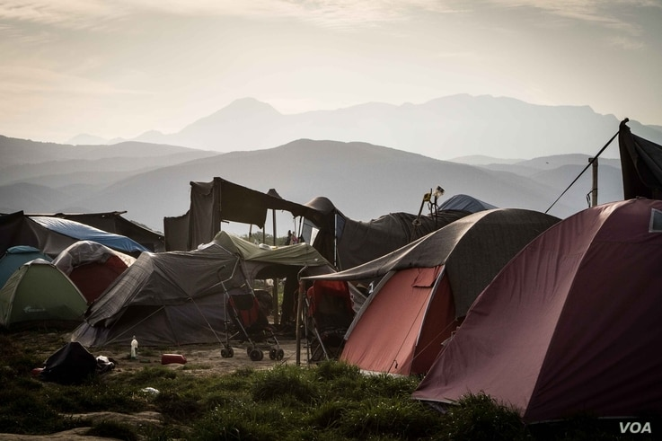 Tents at Idomeni camp. The greek government is trying to move the 50,000 refugees trapped in the country into official camps, April 22, 2016. (J. Owens/VOA)