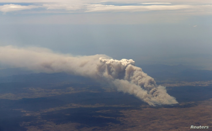 Smoke rises from the Yarrabin bushfire, burning out of control near Cooma, about 100 kilometers south of Canberra, Australia, January 8, 2013.