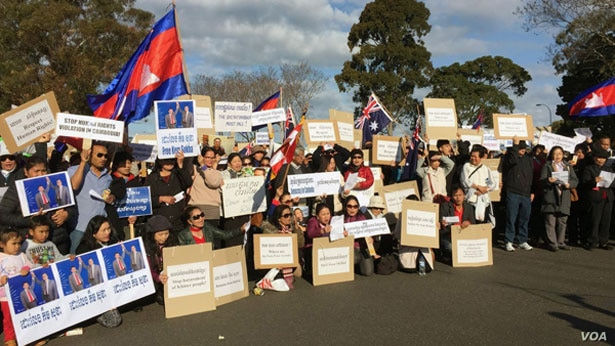 FILE - Members of the Cambodian community in Australia rally to demand the release of jailed opposition leader Kem Sokha, in Victoria, Australia Sept. 9, 2017. (Photo - courtesy of a Radio Free Asia listener)