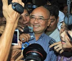 Burma's comedian and government critic Zarganar talks to journalists on his arrival at the Yangon international airport in Rangoon, October 12, 2011.