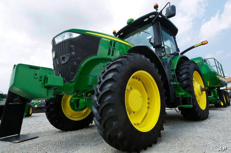John Deere equipment is on display at the Farm Progress Show in Decatur, Ill., Aug. 31, 2015.