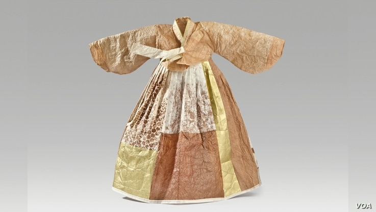 The line between paper and fabric is blurred with Hanji, which was used to make this dress. (June Soh/VOA)