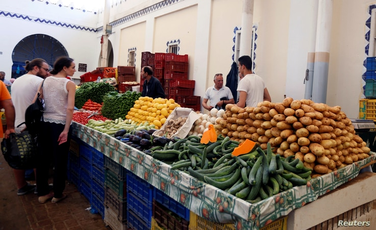 People buy vegetables on the first day of the Muslim holy fasting month of Ramadan at a market in Tunis, Tunisia, May 27, 2017.