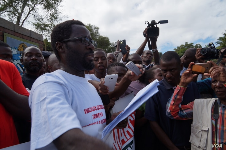 Masauko Thawe, demonstration coordinator for Blantyre, reads a petition during the anti-corruption march in Malawi, April 27, 2018.