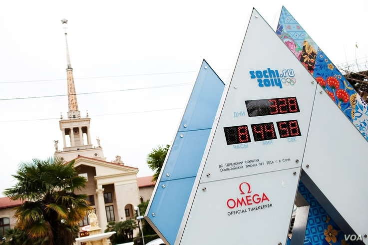 A digital clock counts down the days to the February 7 opening of the Sochi Winter Olympics, March 16, 2013. (V. Undritz/VOA)