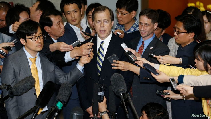 U.S. Special Representative for North Korea Policy Glyn Davies (C) answers reporters' questions after his talks with South Korean chief delegate to the six-party talks on North Korea's denuclearization Lim Sung-nam (not pictured), at the foreign mini...
