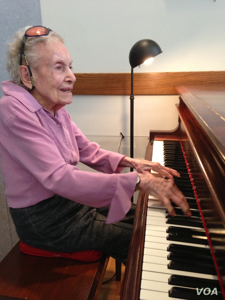 Marianne Arden, 101, performs at a community center near her Silver Spring, Maryland, home. (Photo by Chuck Thornton)
