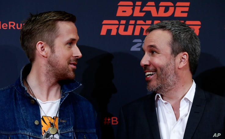 """Actor Ryan Gosling, left, and director Denis Villeneuve converse during a photo call to promote the film """"Blade Runner 2049"""" in Barcelona, Spain, June 19, 2017."""