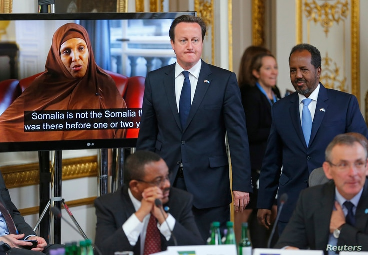Britain's Prime Minister David Cameron and Somali President Hassan Sheikh Mohamud arrive at the Somalia conference in London, May 7, 2013.