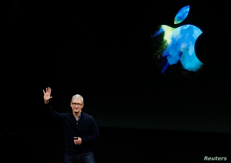 Apple CEO Tim Cook waves at the end of an Apple media event in Cupertino, California RTX2QR9I