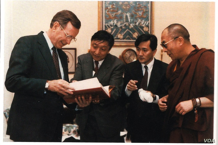 President George H.W. Bush with Lodi Gyari, Tenzing N. Tethong and His Holiness the Dalai Lama in 1991.