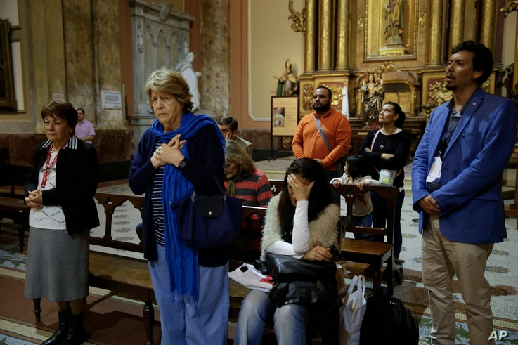 People pray for the crew of the missing Argentine submarine ARA San Juan during a mass at the Buenos Aires's Cathedral, in Argentina, Nov. 21, 2017.