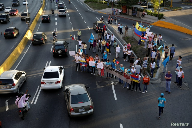 Opposition supporters block a highway during a protest against Venezuelan President Nicolas Maduro's government, in Caracas, March 30, 2017.
