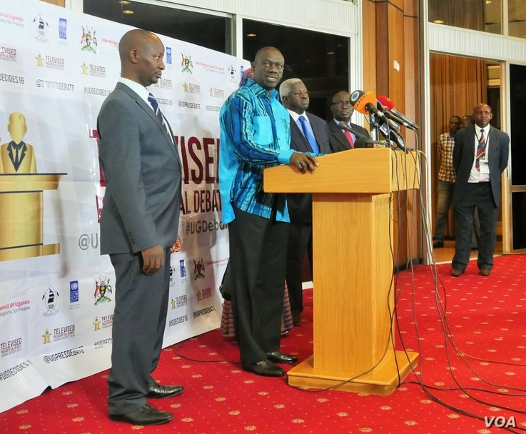In a press conference before the debates in Kampala, Feb. 13, 2016,Uganda's leading opposition presidential candidate Kizza Besigye of the Forum for Democratic Change (FDC) party assures reporters he can stand strong on foreign policy.