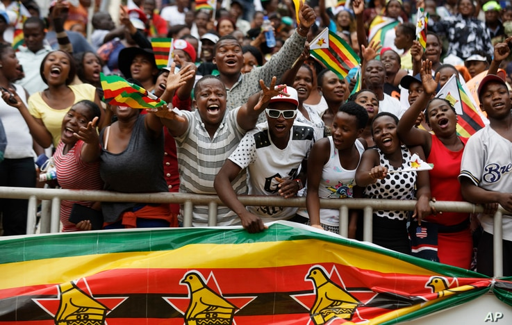 Spectators cheer from the stands at the inauguration ceremony of President Emmerson Mnangagwa in the capital Harare, Zimbabwe, Nov. 24, 2017.