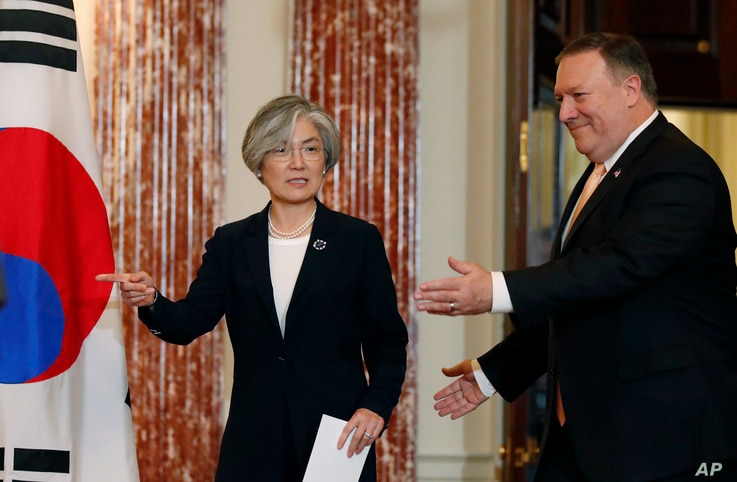 South Korean Foreign Minister Kang Kyung-wha, left, and Secretary of State Mike Pompeo arrive for press conference at the State Department, May 11, 2018, in Washington.