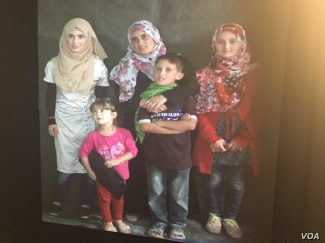 A Syrian refugee family at Zaatari is seen via the portal in New York. (M. Besheer/VOA)