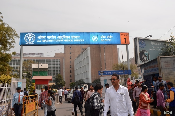 Quality public hospitals such as the All India Institute of Medical Sciences in New Delhi where Shavan Kumar brought his wife, are few in number, confined to the big cities and hugely overburdened. (A. Pasricha/VOA)