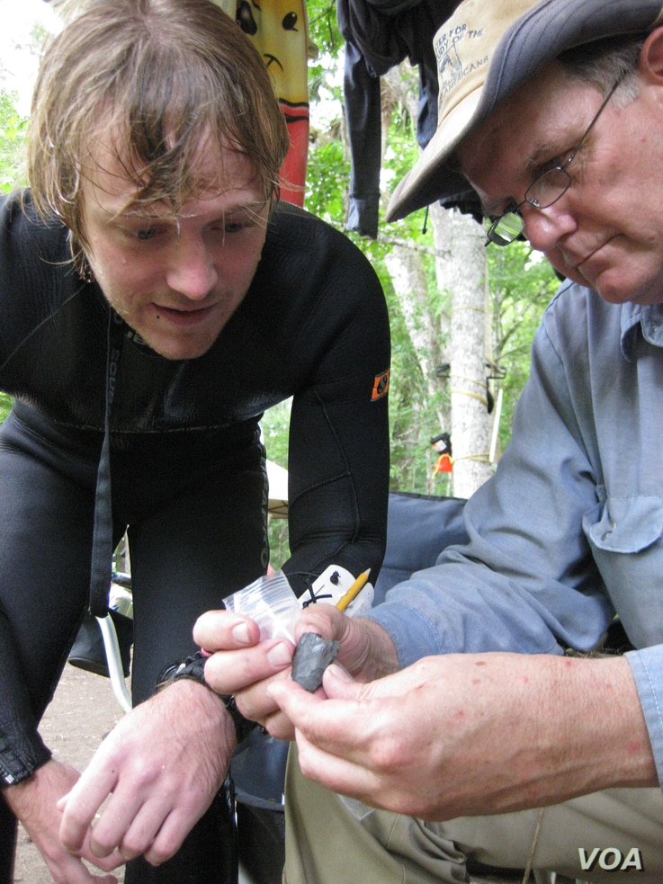 Co-principal investigator Michael R. Waters and CSFA student Morgan Smith examine the biface in the field after its discovery. (A. Burke/CSFA)
