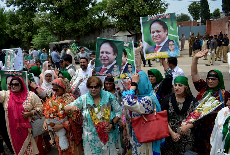 Supporters of Pakistan's jailed ex-Prime Minister Nawaz Sharif gather outside the Adiala jail where he is being held, in Rawalpindi, Pakistan, July 19, 2018.
