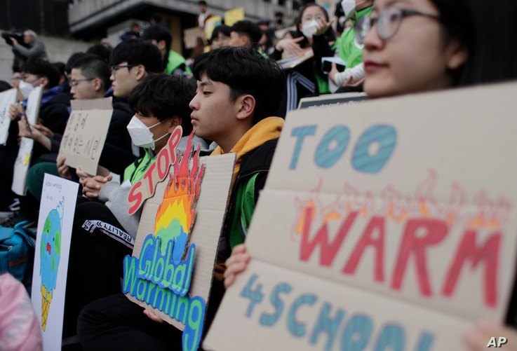 Students hold signs during a rally for global climate strike for future in Seoul, South Korea, March 15, 2019.