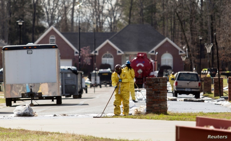 An Exxon Mobil pipeline carrying Canadian crude oil was shut off after a ruptured on Friday causing an evacuation of 22 homes, Mar. 31, 2013.