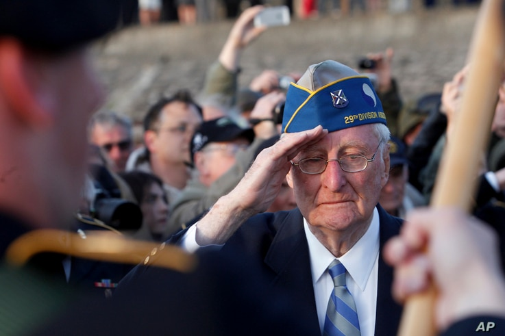 World War II veteran of the U.S. 29th Infantry Division, Morley Piper, 90, salutes during a D-Day commemoration, on Omaha Beach in Vierville sur Mer, France, June 6, 2014.