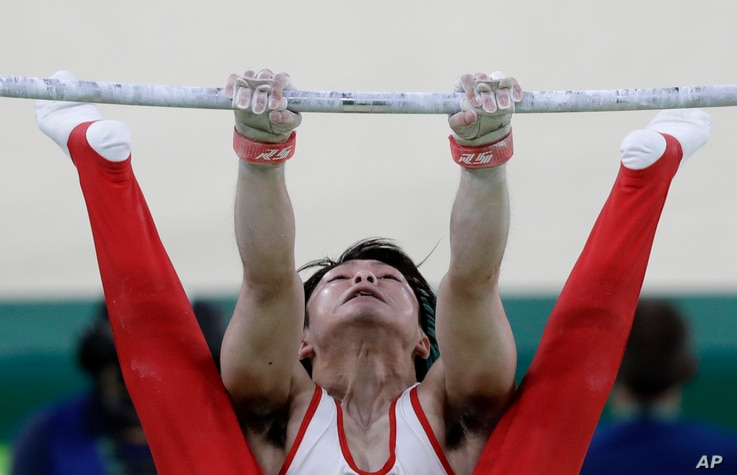 Japan's Kohei Uchimura performs on the horizontal bar during the artistic gymnastics men's team final at the 2016 Summer Olympics in Rio de Janeiro, Brazil, Monday, Aug. 8, 2016.