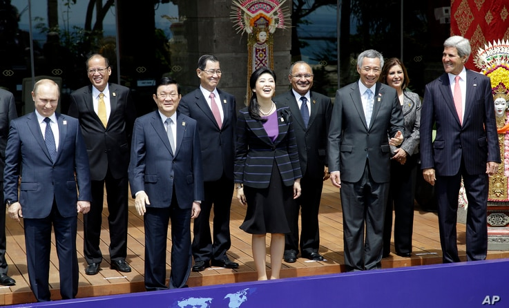 Leaders of the Asia-Pacific region stand for a group photo session during the Asia-Pacific Economic Cooperation (APEC) forum in Bali, Indonesia, Oct. 8, 2013.