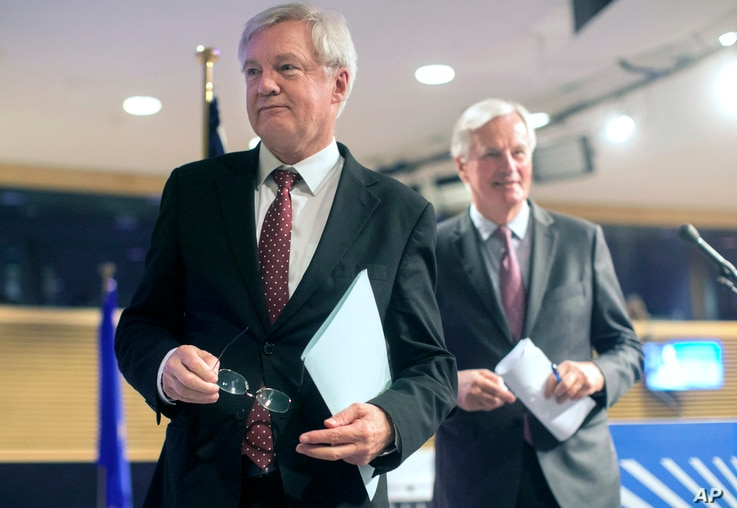 European Union chief Brexit negotiator Michel Barnier, right, and British Secretary of State for Exiting the European Union David Davis leave after a media conference at EU headquarters in Brussels, Belgium, Sept. 28, 2017.