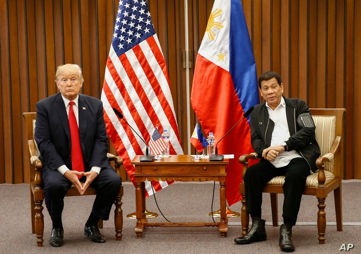 U.S. President Donald Trump, left, and Philippine President Rodrigo Duterte hold a bilateral meeting on the sidelines of the 31st ASEAN Summit at the Philippine International Convention Center in Manila, Philippines. Nov. 13, 2017.