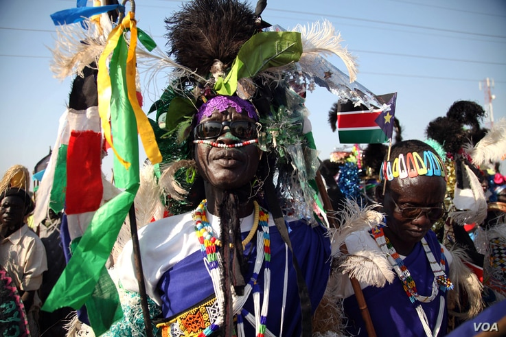 Supporters of South Sudan President Salva Kiir at a rally in Melut County, Upper Nile state, November 20, 2012. (H. McNeish/VOA)