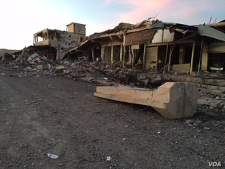 U.S. airstrikes damaged an Islamic State military base in the center of Sinjar.