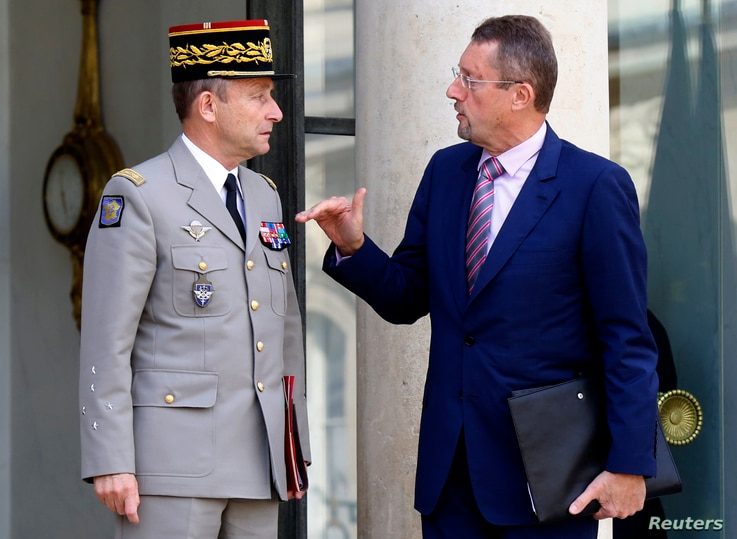 General Pierre de Villiers (L), French Army Chief of Staff, talks with Bernard Bajolet, head of France's DGSE external intelligence agency,  after a war cabinet meeting at the Elysee Palace in Paris September 25, 2014. France on Thursday opened the d...