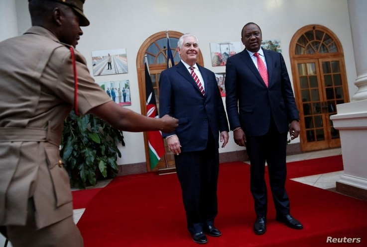 U.S. Secretary of State Rex Tillerson, left, and Kenyan President Uhuru Kenyatta pose for photographers after meeting at the State House in Nairobi, March 9, 2018.